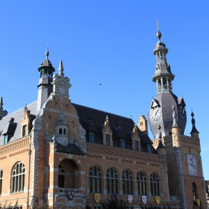COMINES ET SA GRAND PLACE